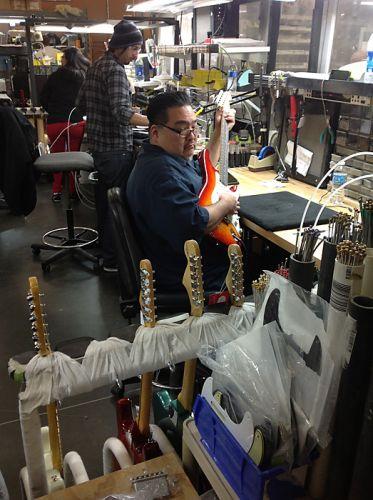 Работники Fender custom shop